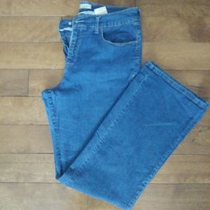 🌸3/$30🌸 Lee high rise boot cut size 10M